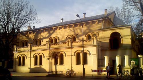 Synagoga Tempel w Krakowie - w promieniach zachodzącego słońca