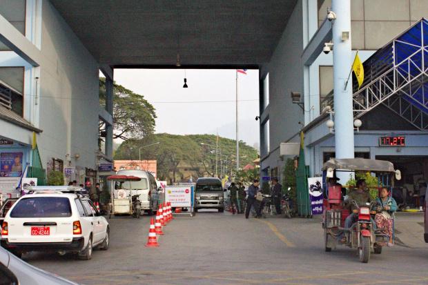 Przejcie graniczne z Birma - miasto Mae Sai ulica Phaholy Othin #Tajlandia #birma #MaeSai #azja