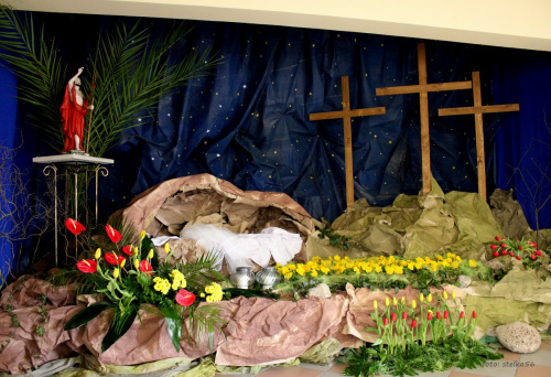 ... w ubiegłym roku zabrakło mi czasu, żeby pokazać dekoracje z mojego kościoła ... a teraz święta tuż, tuż więc jest okazja :)) #BożyGrób #bukiety #Wielkanoc