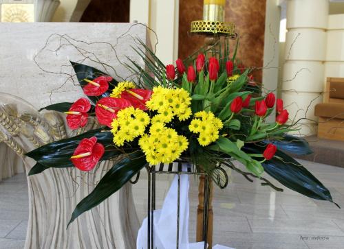 ... w ubiegłym roku zabrakło mi czasu, żeby pokazać dekoracje z mojego kościoła ... a teraz święta tuż, tuż więc jest okazja :)) #bukiety #Wielkanoc #prezbiterium