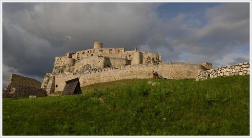 Zamek Spiski . WIdok z murów otaczających zamek. Całość zajmuje ok 4 ha. #ZamekSpiski #SpiskiHrad #SpiskiePodhradie