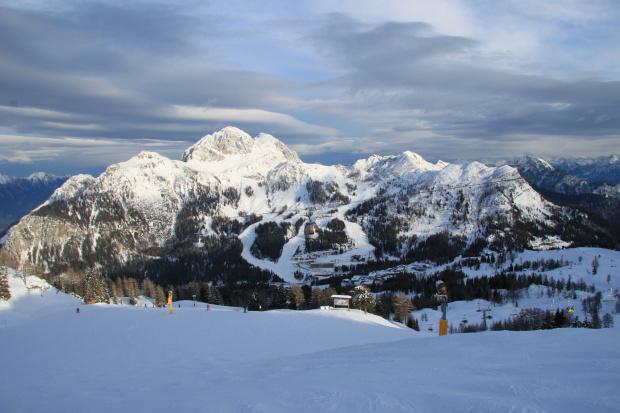 Widok z tarasu baru Lockstanalm przy krzesełku Trogl #Alpy #Austria #Narty #Nassfeld